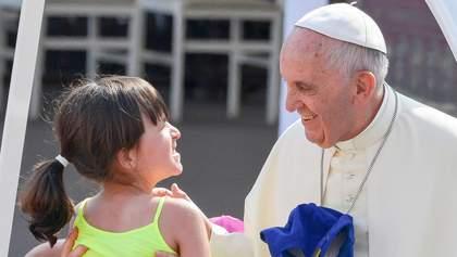Педофилия в Ватикане: Папа Франциск подписал закон о наказании священнослужителей