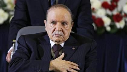 Президент Алжира объявил об отставке