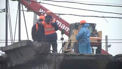 Шулявський міст вивозять із Києва на утилізацію: фото та відео