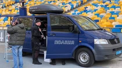 """Поліція розібрала одну зі сцен Порошенка на """"Олімпійському"""": відео"""