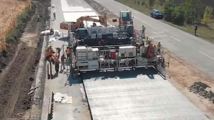 В Україні збудували частину першої бетонної дороги