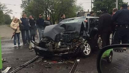 У Краматорську авто з військовими влетіло у маршрутку, є жертва: фото