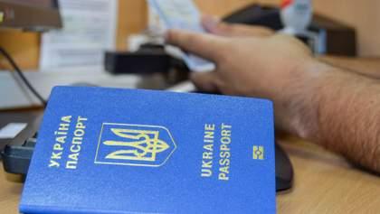 В Україні знову почали видавати біометричні паспорти