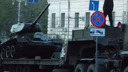 Росія в Криму провела репетицію військового параду до 9 травня: фото, відео