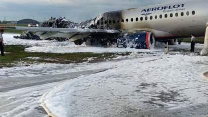 """З'явилося відео з моментом аварійної посадки літака Superjet 100 в """"Шереметьєво"""""""