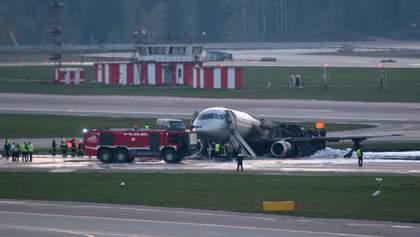 """Вогонь і паніка: відео, зняті у салоні літака, що аварійно сів у """"Шереметьєво"""""""