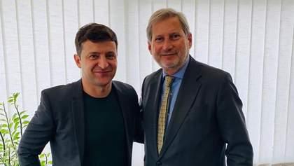 Зеленський зустрівся з єврокомісаром Ганом у Києві: деталі розмови