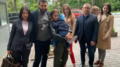 Утримання дитини в посольстві Данії: дворічного хлопчика повернули матері