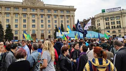 В Харькове решили снести палатку волонтеров: там устроили протест