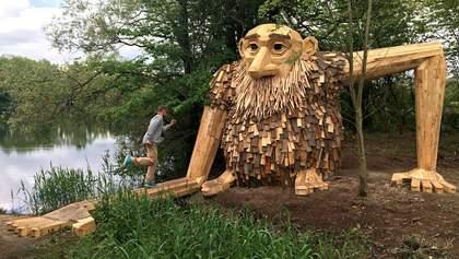 """Митець """"сховав"""" у лісах Данії доброзичливих велетнів: потішні фото"""