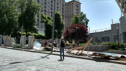 У Києві зруйнували паркан біля Майдану: активісти розповіли про причини