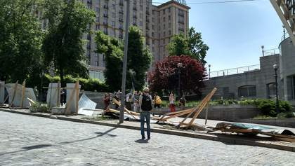 В Киеве разрушили забор возле Майдана: активисты рассказали о причинах