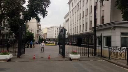 Банковую под Администрацией Президента открыли для людей: фото