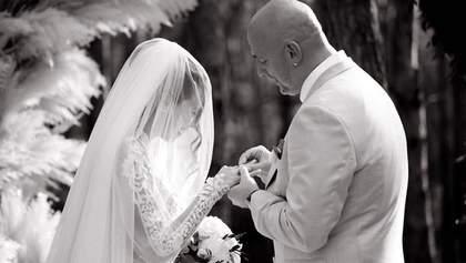 Настя Каменских и Потап продолжают миловать сеть свадебными фотографиями: эффектные кадры