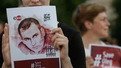 Активисты в Киеве устроили марш в поддержку пленников Кремля: фото и видео