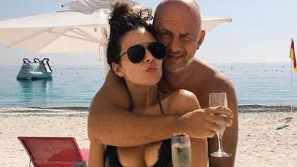 В леопардовом купальнике: новые горячие фото Насти Каменских и Потапа с медового месяца