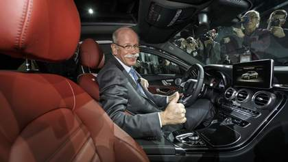 BMW оригинально поздравила директора Mercedes с отставкой: смешное видео