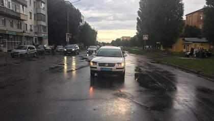 Авто полиции на бешеной скорости наехало на 10-летнего мальчика в Конотопе: видео момента ДТП