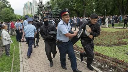 Выборы в Казахстане: полиция массово задерживает митингующих