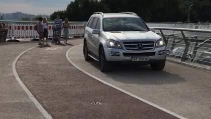 """Автомобиль на """"мосту Кличко"""": полиция обнародовала детали о горе-водителе"""
