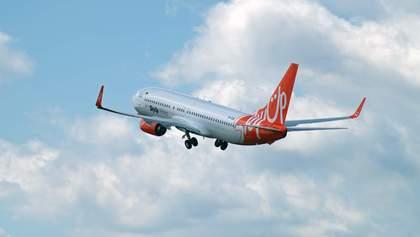 Самолет SkyUp с украинскими туристами не может вылететь из Барселоны: что известно