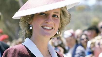Три знаковых платья принцессы Дианы продали на аукционе за 300 тысяч долларов: фото нарядов