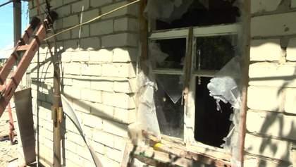 Разрушен дотла: шокирующие кадры из обстрелянного боевиками Донбасса