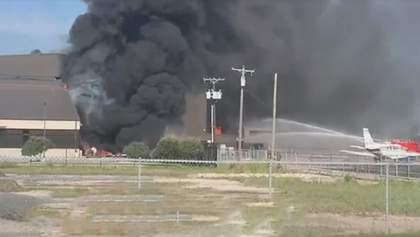 В Техасе разбился самолет сразу возле аэропорта, никто не выжил: видео