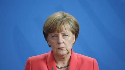 Через тремтіння Меркель змінила офіційний протокол