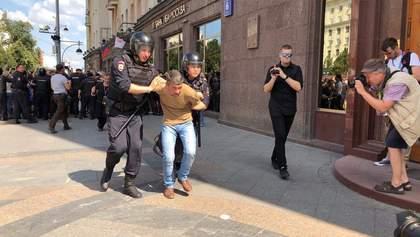 Сльозогінний газ, сутички і понад тисяча затриманих на акції протесту в Москві: фото та відео