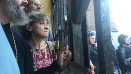 """""""Рятувалися від іга"""": протестувальники у Москві переховувалися від поліції у церкві – відео"""