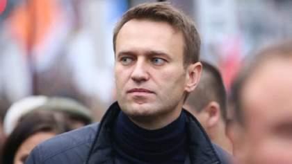 """Российского оппозиционера Навального из-за решетки забрала """"скорая"""": что с ним"""