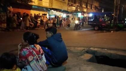 Индонезию всколыхнуло мощное землетрясение, есть угроза цунами: фото, видео