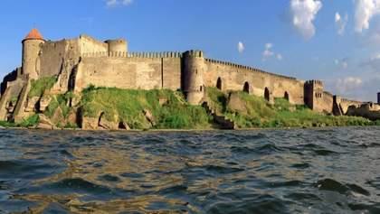 Потужні зливи на Одещині пошкодили легендарну Аккерманську фортецю: фото