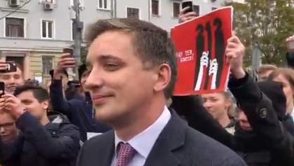 """Ганьба! – журналіста """"Росії 1"""" принизили на акції протесту в Москві"""
