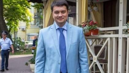 Сколько должен зарабатывать народный депутат Украины: опрос