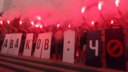 Аваков – черт: украинцы вышли на акцию против министра и зажгли файеры