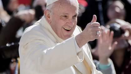 Застрял в лифте: Папу Римского Франциска спасали пожарные