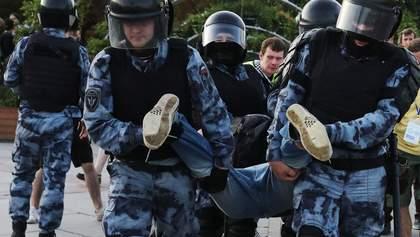 Арешти у Росії: активіст отримав три роки, бо торкнувся до шолому росгвардійця – відео