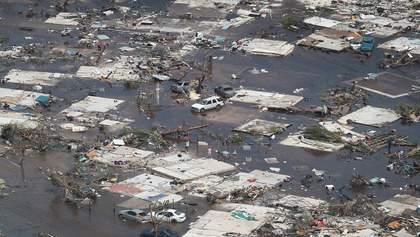 """Ураган """"Доріан"""" накинувся на узбережжя США: відео стихії перевершує кадри з фільмів-катастроф"""