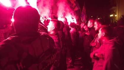 Под ОПУ устроили протест из-за формулы Штайнмайера и зажгли файеры: фото, видео