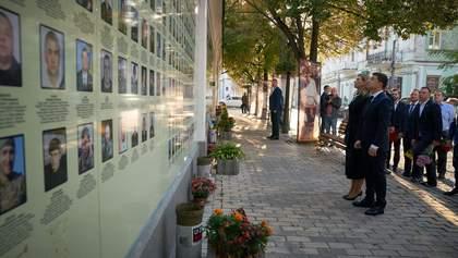 Зеленський з дружиною Оленою вшанували загиблих захисників України: фото
