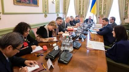 """У Зеленского заверили послов G7, что нет оснований для возврата """"Приватбанка"""" экс-владельцам"""