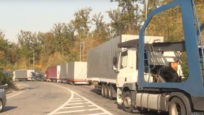 На объездной Ужгорода десятикилометровые очереди из грузовиков: фото, видео