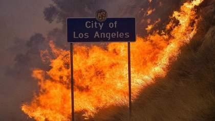 Потужні пожежі вирують у Каліфорнії: евакуювали вже 90 тисяч людей – фото, відео