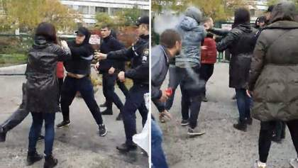 """В Одесі """"тітушки"""" напали на людей, бо ті заблокували незаконну забудову: відео"""