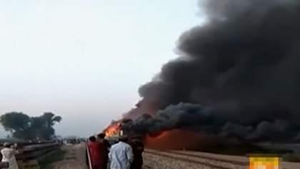 Пожар в поезде в Пакистане: не менее 65 погибших