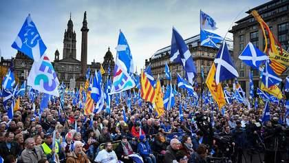 В Шотландии 20 тысяч человек вышли на марш за независимость от Британии