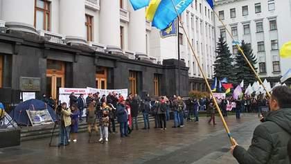 Малые предприниматели устроили протест возле Офиса Президента: чего требуют