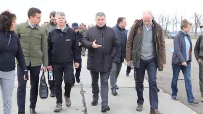 Ми готові розводити сили в Донецьку, – Аваков і Хомчак про ситуацію на Донбасі